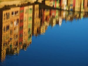 reflection-water-canal-mirroring-70574