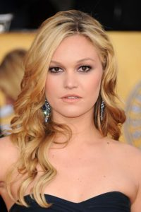 Red carpet photo of actress Julia Stiles